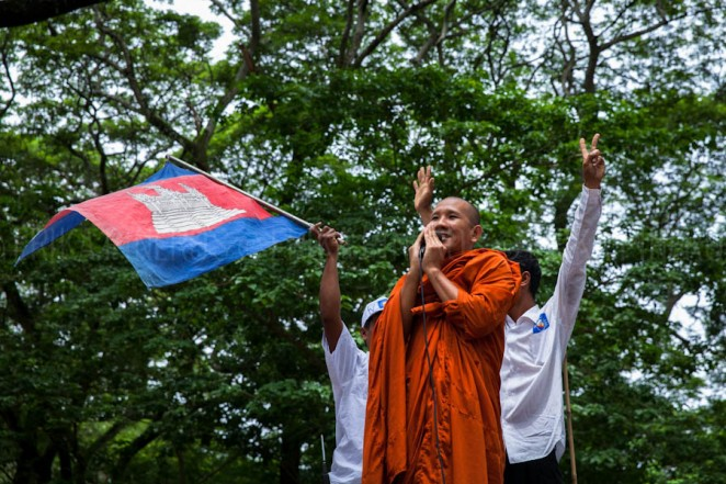 A Buddhist monk, CNRP supporter addresses the crowds in front of Angkor Wat in Siem Reap. Jul. 24, 2013 ©Erika Pineros