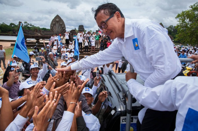 Opposition leader Sam Rainsy salutes supporters in front of Angkor Wat, Siem Reap. Jul. 24, 2013 ©Erika Pineros