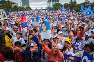 An estimated 100,000 supporters welcomed CNRP's Sam Rainsy on his return from self-imposed exile to Cambodia.